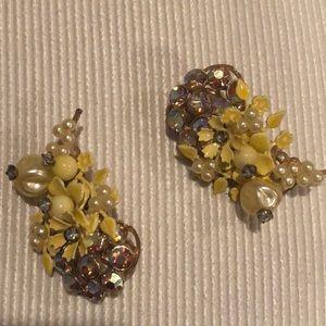 Vintage Yellow Floral Clip Earrings EUC